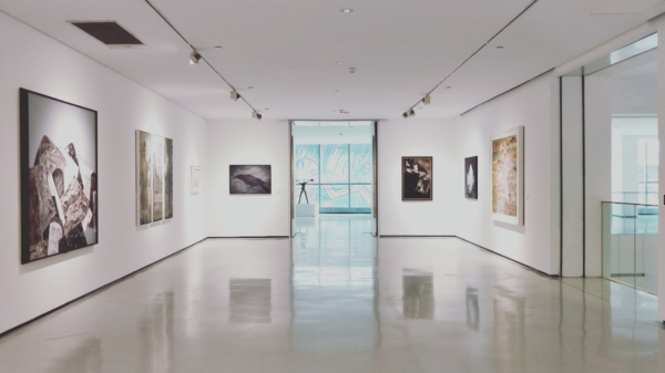 Find out which art pieces stood out at the art exhibitions of 2021. Read on to learn more.